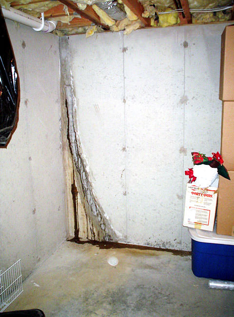 Basement floor wall crack repair repair leaking cracks in leaky crack repair leaking wall crack plugged with hydraulic cement solutioingenieria Image collections